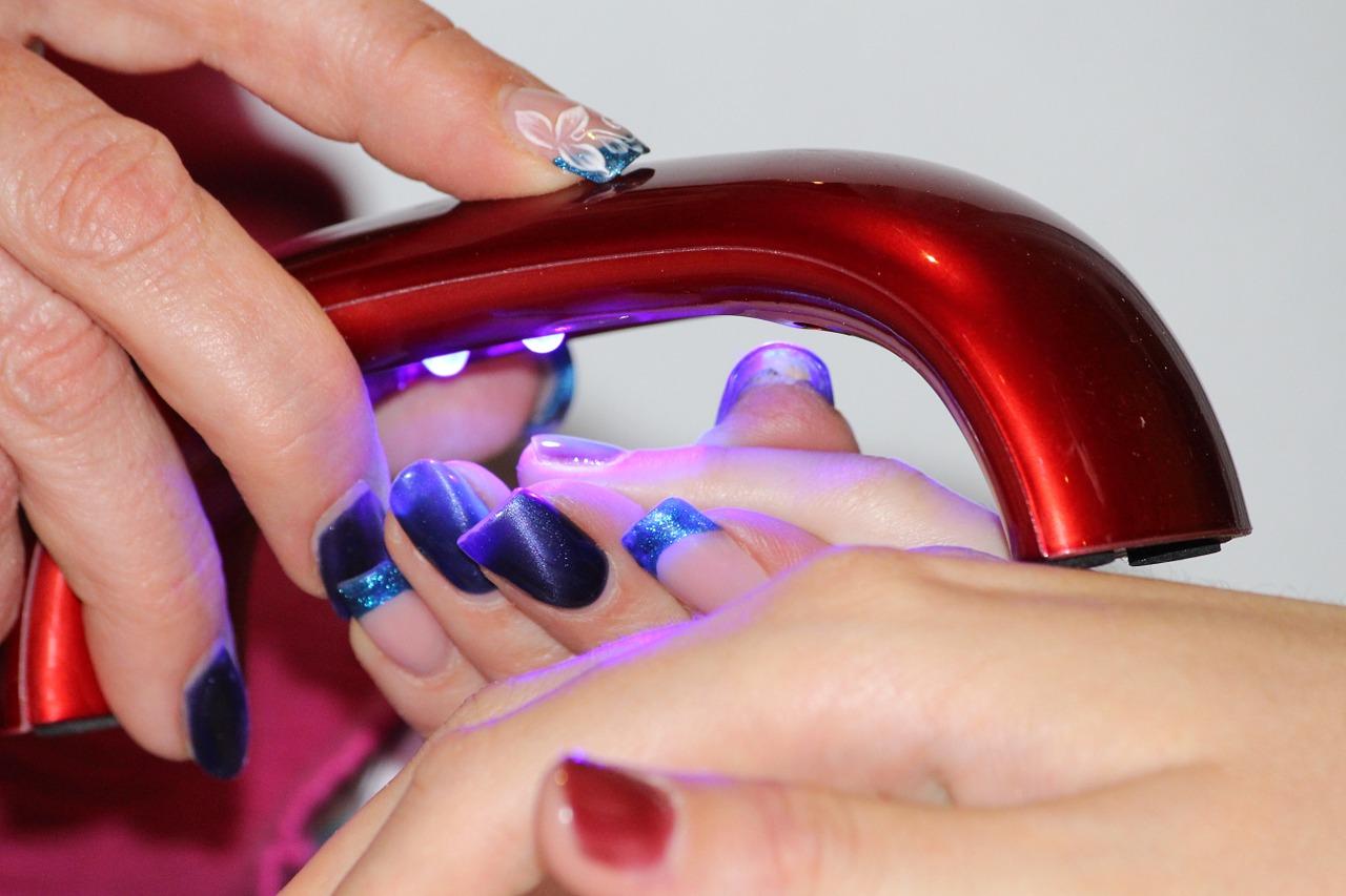 Soyez prêts en quelques minutes grâce à la lampe UV ongle!
